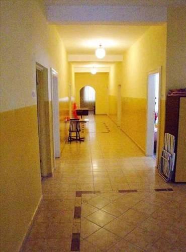 Szerokie przestronne korytarze
